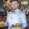 Burgerologia – jak jeść bułkę w restauracji?