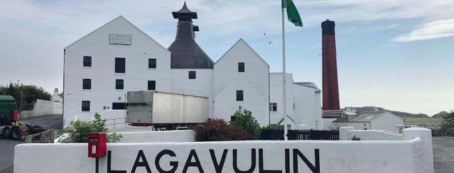 Wizyta w destylarni Lagavulin na Islay w Szkocji