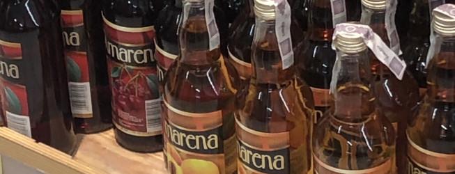 Amarena brzoskwiniowa – jak pić PRAWIDŁOWO tanie wino z Biedronki?