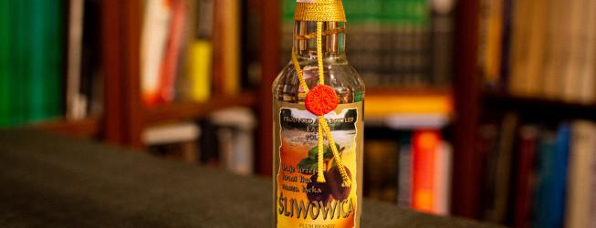 Śliwowica łącka i nie tylko – wszystko co musisz wiedzieć o brandy ze śliwek