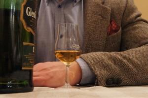 whisky w kieliszku