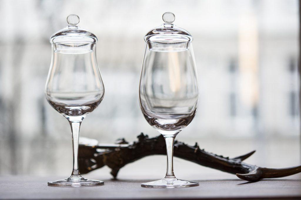 ręcznie formowane kieliszki do whisky