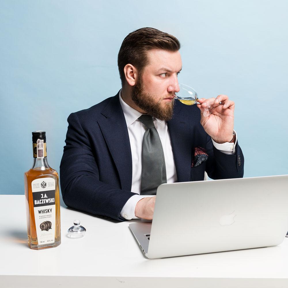 Tomasz Miler degustuje JA Baczewski Whisky