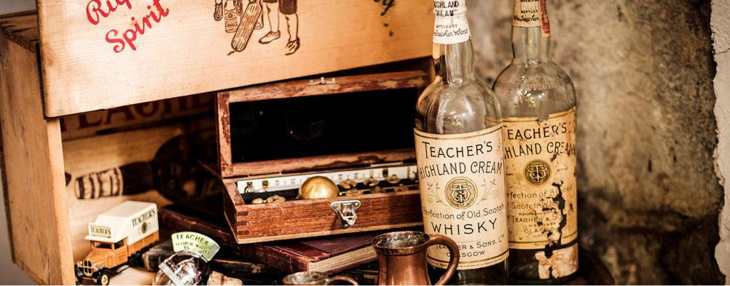 Stare butelki whisky teacher's